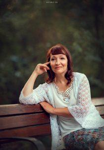 портретная фотосессия для женщины в парке