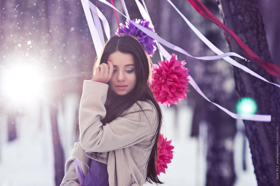 Зимняя фотосессия. Фотосессия с реквизитом. Яркая фотосессия в лесу. Фотограф Катрин Белоцерковская. Kate BLC Photography. kateblc