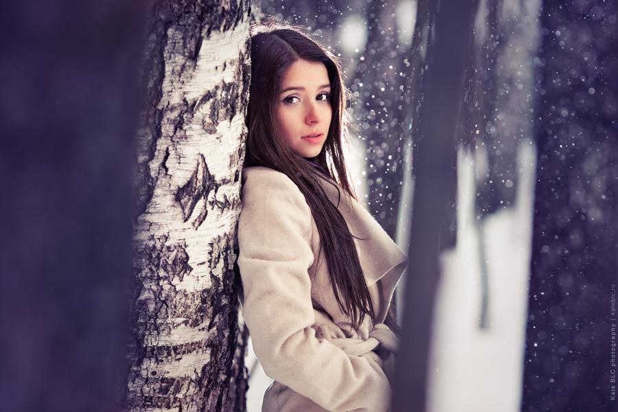 Портретная фотосессия. Фотосессия с реквизитом. Яркая фотосессия в лесу. Фотограф Катрин Белоцерковская. Kate BLC Photography. kateblc