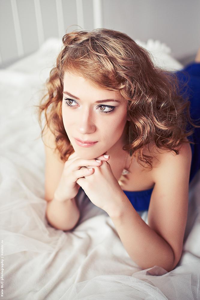 Портрет. Фотосессия в студии с естественным светом. Фотограф: © Катрин Бeлоцерковская, 2013. https://kateblc.ru