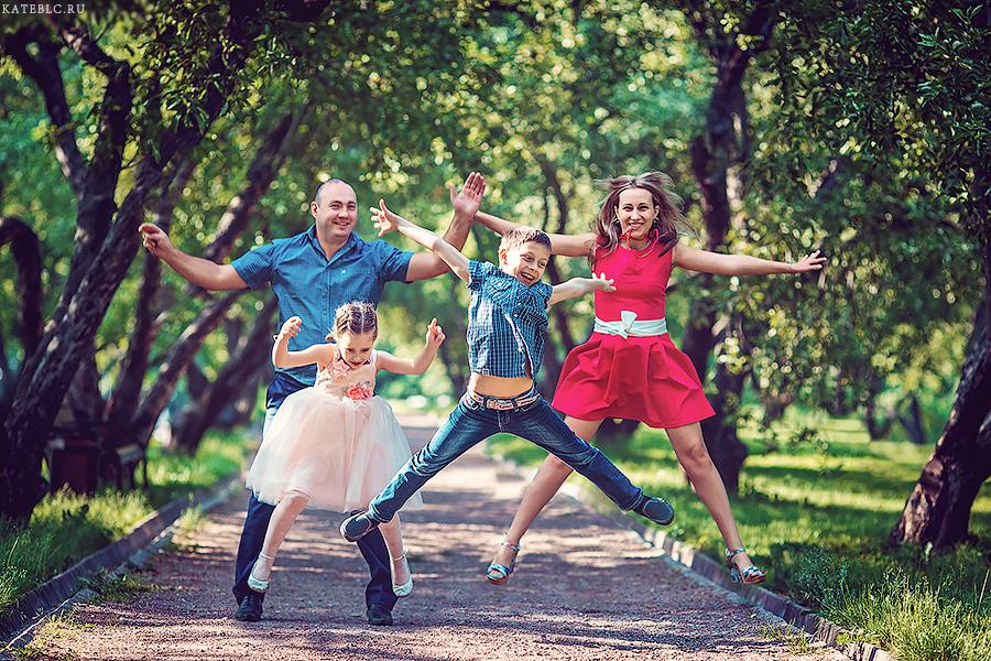 Веселая фотосессия для всей семьи