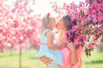 фотосессия для мамы и дочки в коломенском