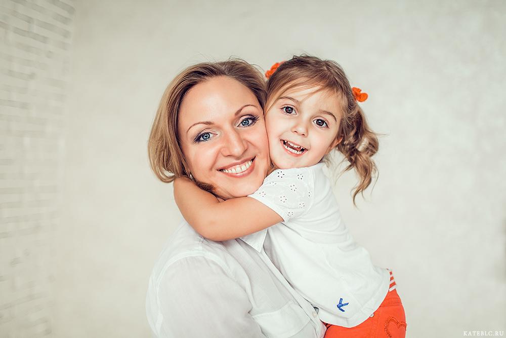 Фотосессия для мамы и дочки в студии