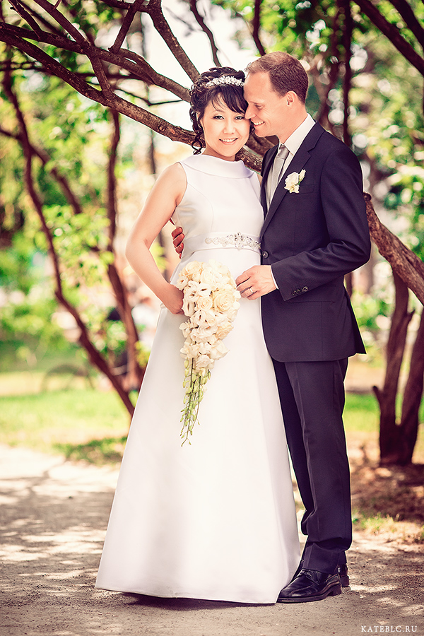 Жених и невеста - свадебная фотопрогулка