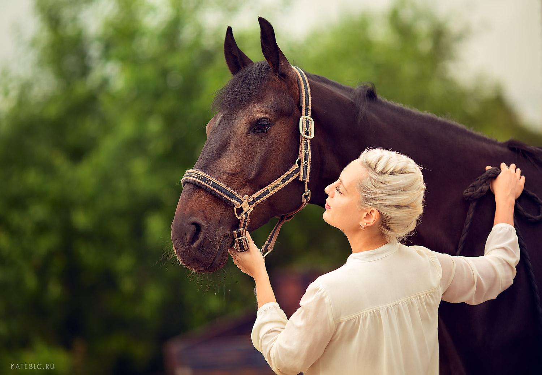 Фотосессия для девушки с лошадью. Фотосессия в конном клубе