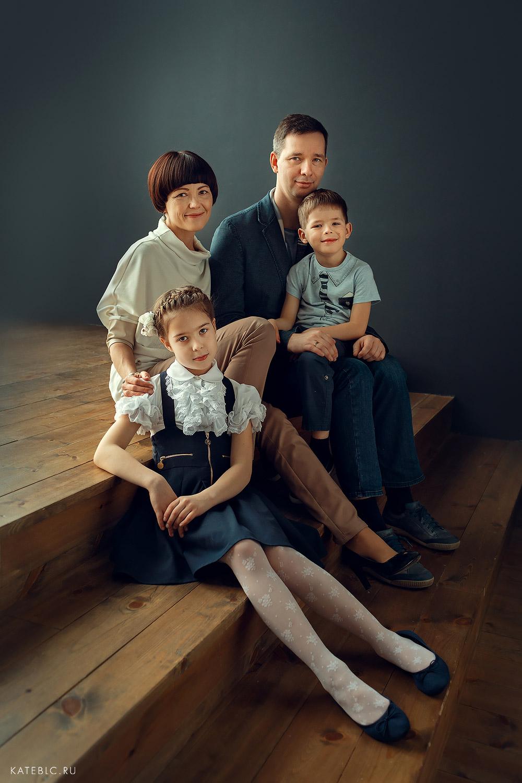 семейная фотосессия в студии на электрозаводской
