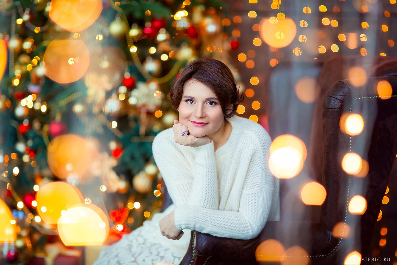 Портрет девушки в новогодней фотостудии. Детский и семейный фотограф Катрин Белоцерковская