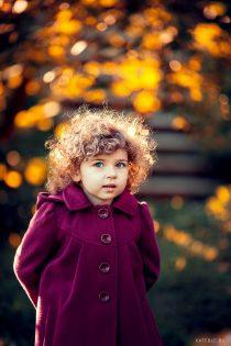 осенний портрет девочки в парке. детский фотограф катрин белоцерковская