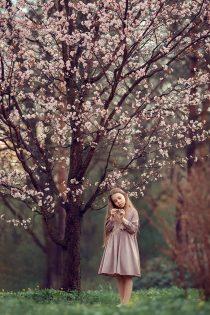 фотосессия у сакуры в Москве. Фотограф для девочек. Съемки на природе