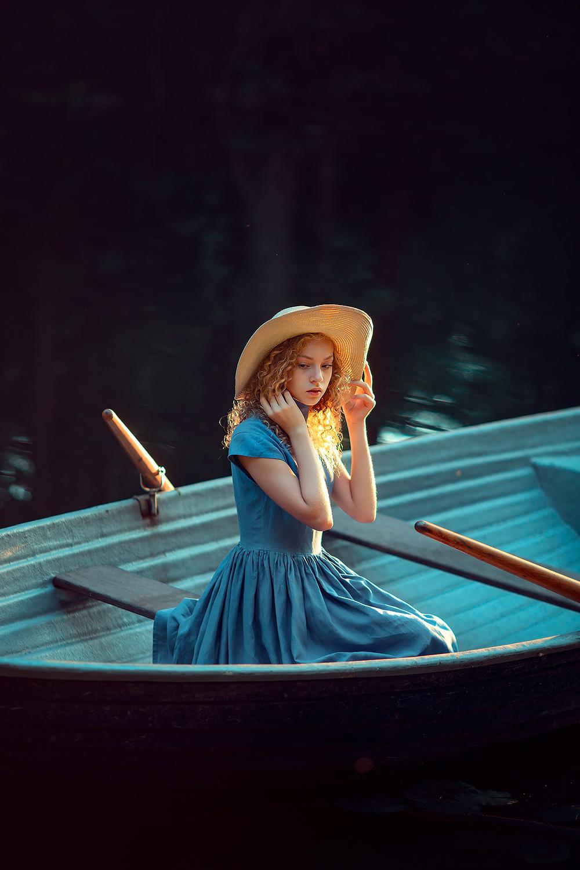 Портретная фотосессия в лодке