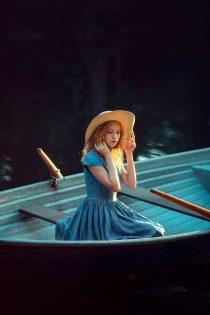 фотосессия для девочки в лодке. Детский фотограф в Москве