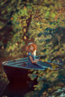 летняя фотосессия в лодке. Фотограф Катрин Белоцерковская. kateblc.ru