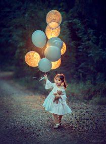 фотосессия для девочки вечером с шарами