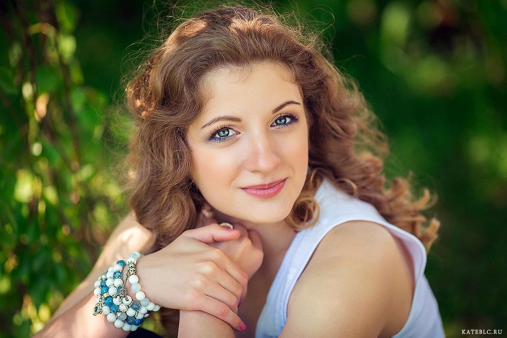 портрет девушки в парке. Портретная фотосессия для девушек в Москве