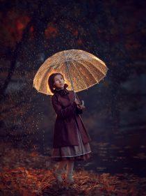 ОСенняя фотосессия для девочки с зонтиком