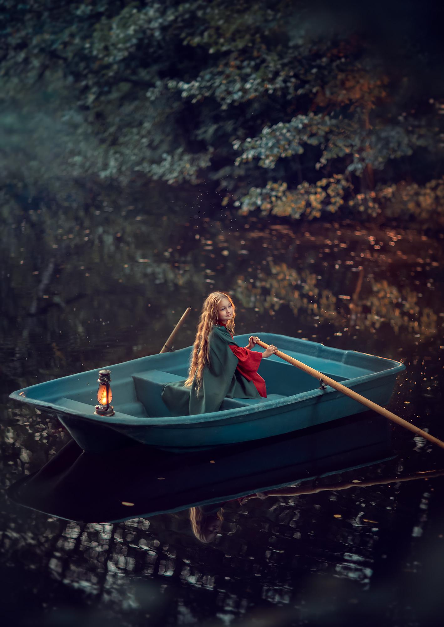 Фотосессия для девочки в лодке. Фотосессия на природе. Портретная фотосессия для девочки
