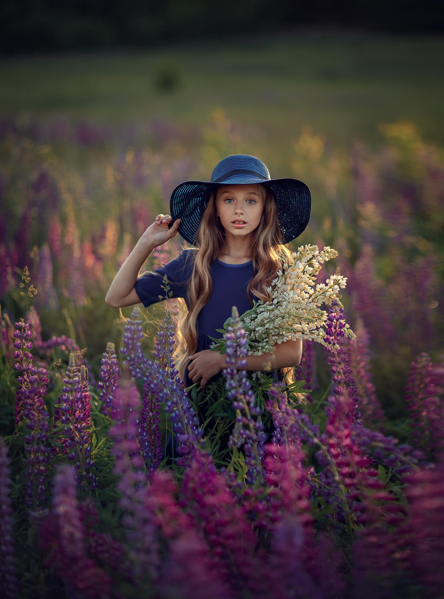 фотосессия в люпинах для девочки