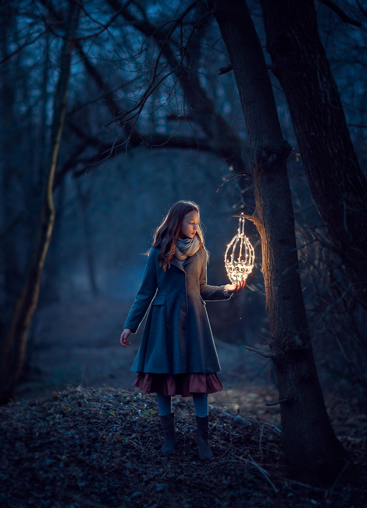 вечерняя фотосессия для девочки в парке. Фотограф Москва