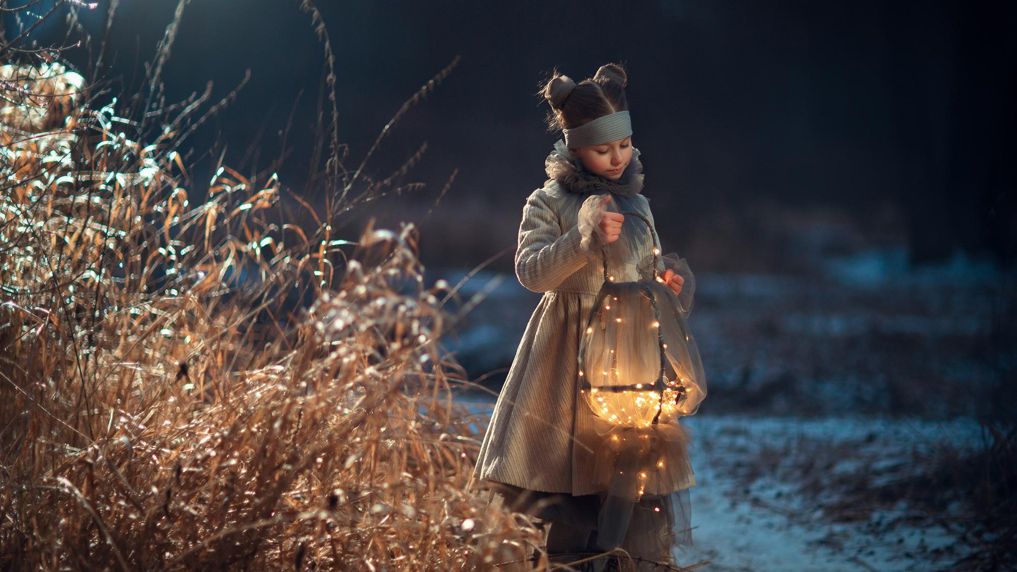 Вечерняя фотосессия для девочки в Москве. Детский и семейный фотограф Катрин Белоцерковская