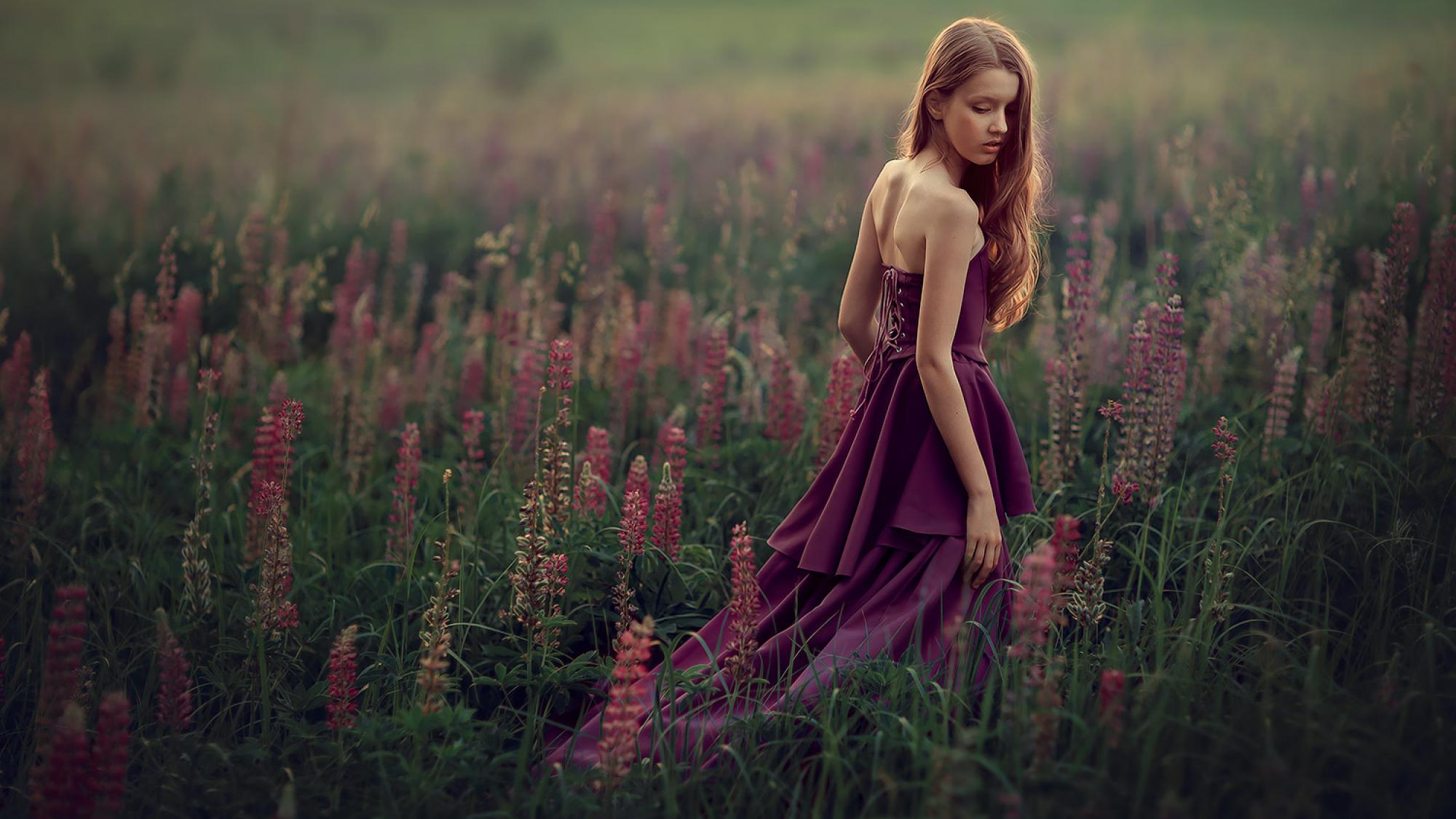 Фотосессия для девочка на природе, красивая фотосессия в Москве. Фотосъемка для подростков. Детский и семейный фотограф. фотосессия в люпинах. Катрин Белоцерковская