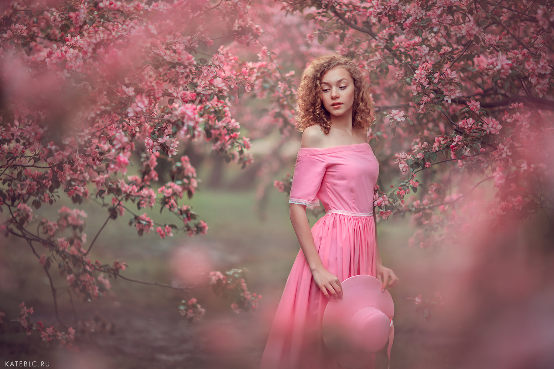 Фотосессия в розовых яблоневых садах коломенского