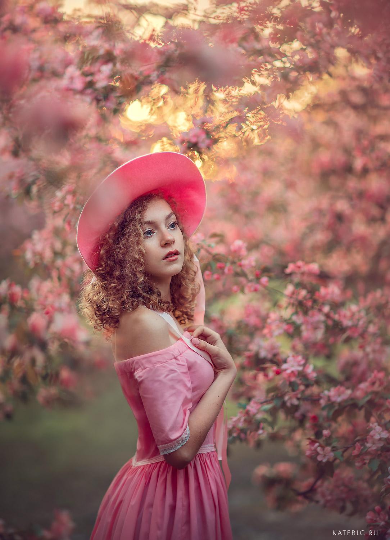 Фотосессия в коломенском для девочки. Розовые деревья