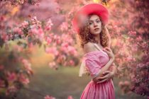 Фотосессия в цветении для девочки 14 лет