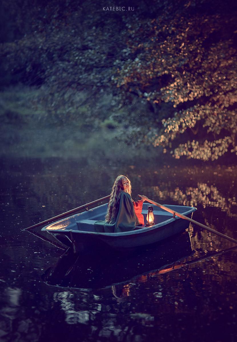Фотосессия для девочки в лодке