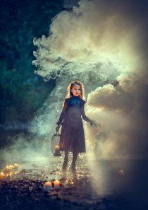 Фотосессия с дымом для девочки на природе