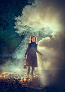Фотосессия с дымом для девочки вечером на улице
