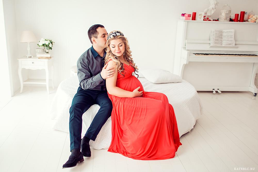 Фотосессия беременности с мужем в студии. Kate BLC Photography