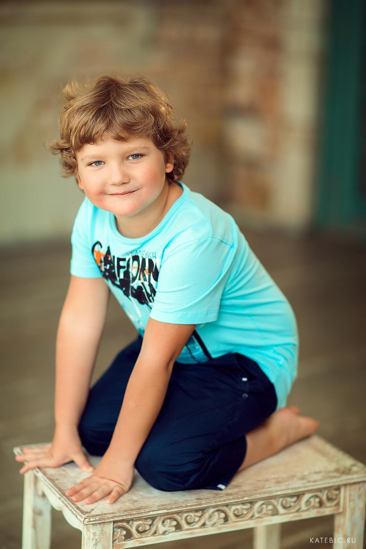 портрет мальчика в студии. детский фотограф москва. Катрин Белоцерковская