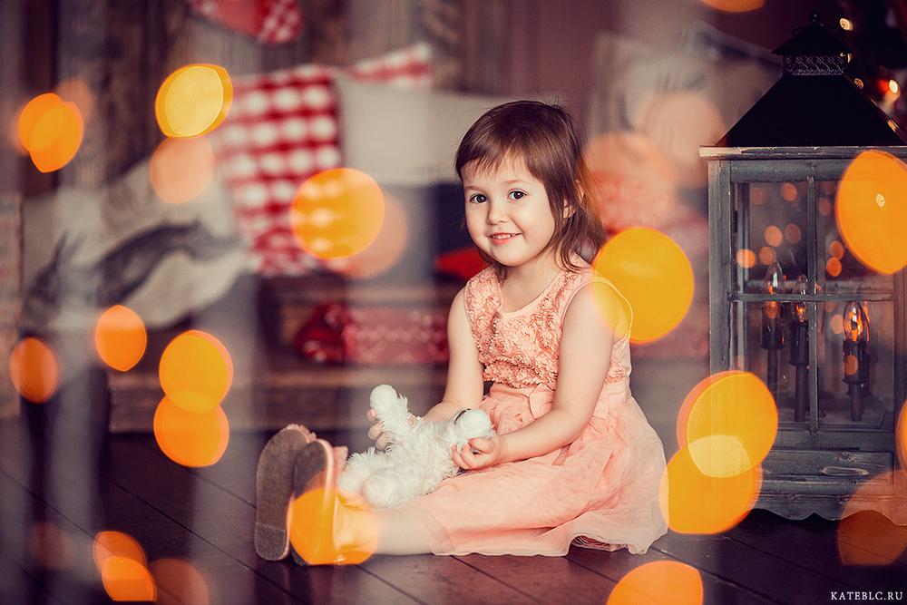Новогодняя фотосессия для детей в студии. Фотограф Катрин Белоцерковская. kateblc.ru
