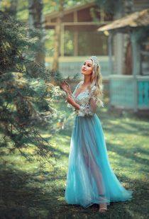 красивая девушка в голубом платье фотосессия