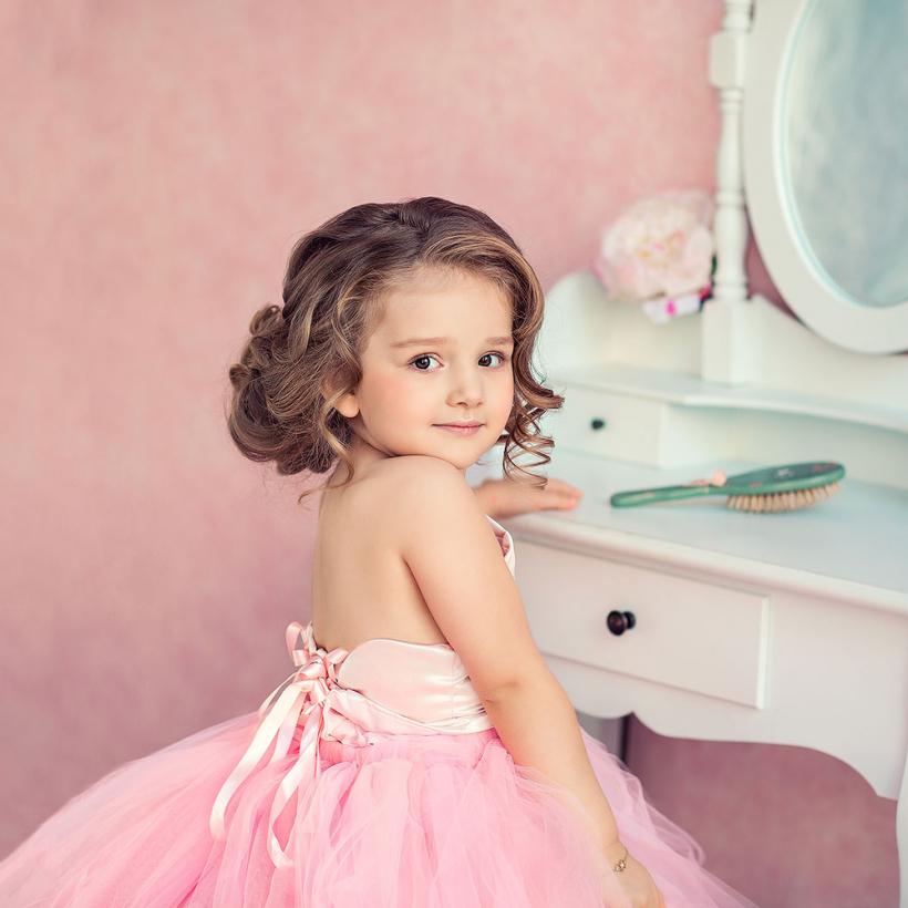 Фотосессия для девочки в студии в розовых тонах. Фотограф Катрин Белоцерковская. kateblc.ru