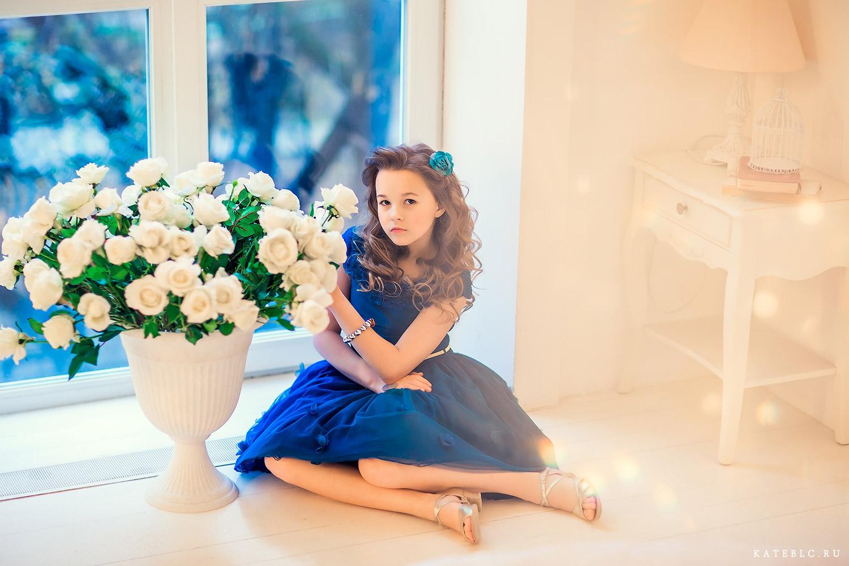 Красивая фотосессия для девочки на день рождения в студии в москве. Фотограф Катрин Белоцерковская. kateblc.ru