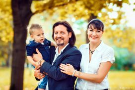 семейная фотосессия на природе осенью