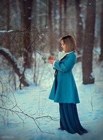 девушка в зимнем парке