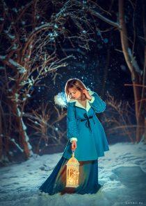 Зимняя фотосессия для девушки в лесу