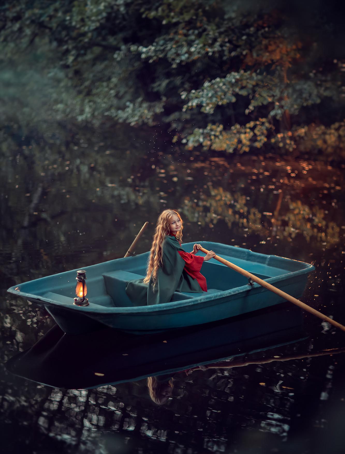 Фотосессия для девочки на природе в лодке. Обучение фотографии. before and after. photography masterclass