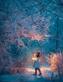 Зимняя сказочная фотосессия для девочек и девушек на природе в парке или лесу